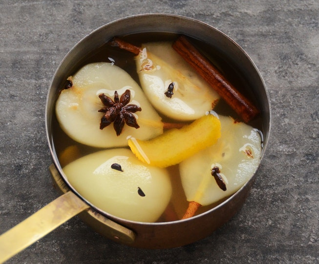 Mulled White Wine Poached Pears